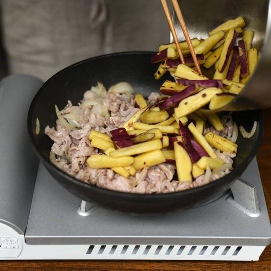 【料理家さんの定番レシピ】第7話:ご飯がすすむ夕食のおかずに!「さつまいもと豚肉のオイスター炒め」