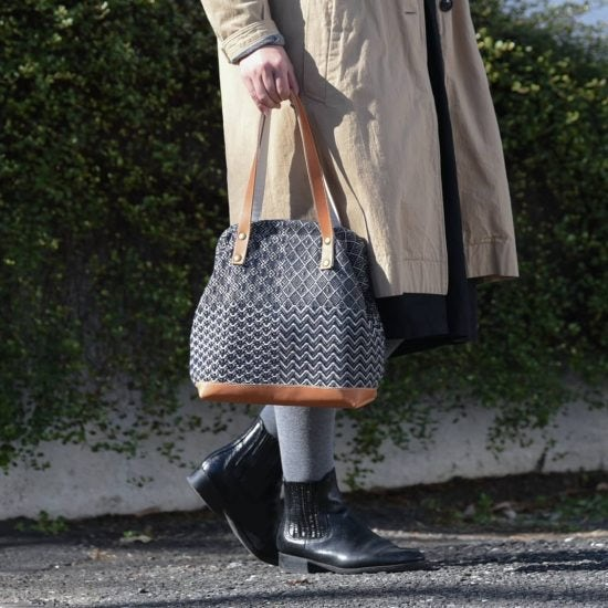 【新商品】あたたかな風合いの手織り生地が人気のtrois tempsから、毎日使いにうれしいがま口ハンドバッグが新登場♪