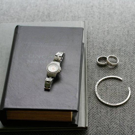 【わたしの腕時計】美しい青空のもと、ともに旅した腕時計(内田彩仍さん)