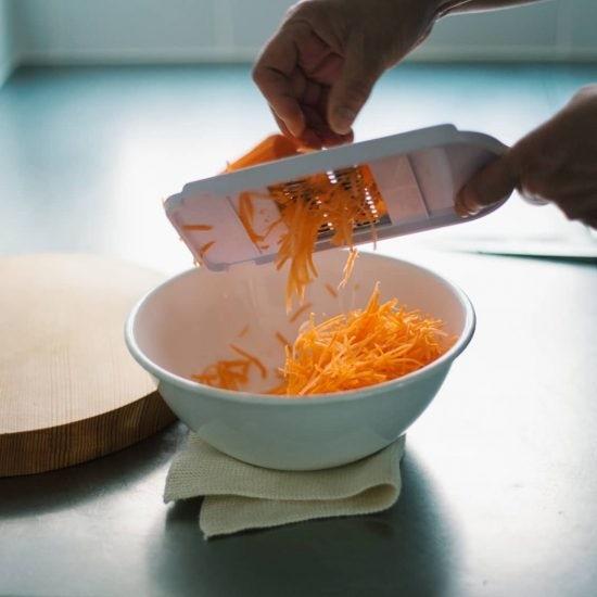【がんばらないお弁当】その1. まとめて作って冷蔵庫に常備!アレンジ自由自在な人参の塩もみ