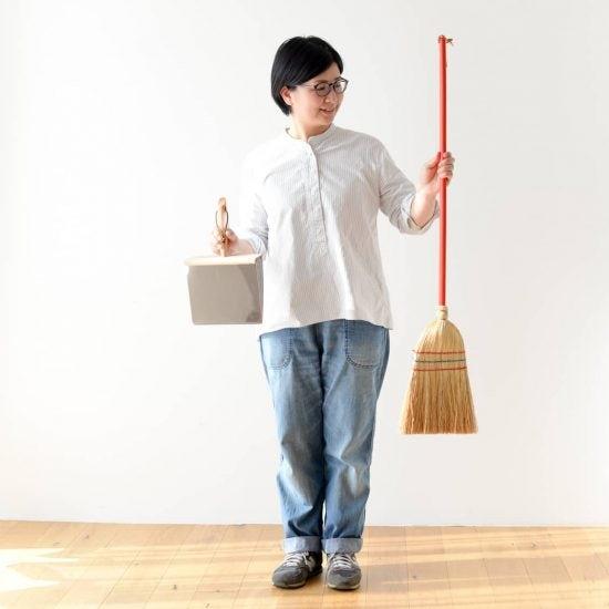 【お客さま係がお答えします!】子供用ほうきでフローリングも掃除できますか?