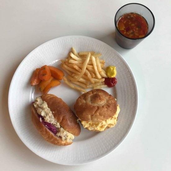 【クラシコムの社員食堂】自家製パンでサンドイッチの昼ごはん