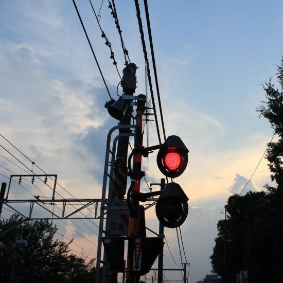【スタッフコラム】電車がすぐそばを通る部屋に住んでみたら。