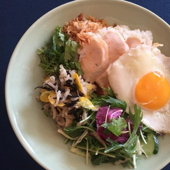 【クラシコムの社員食堂】海南チキンライスの昼ごはん