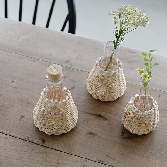 【新商品】作家さんが編むカゴのフラワーベース。花がなくてもオブジェになる愛らしい佇まいが魅力です。