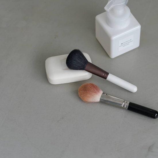【メイクブラシ1つで】02:じつはお手入れが大事?メイクブラシ・化粧ブラシの洗い方や持ち運び