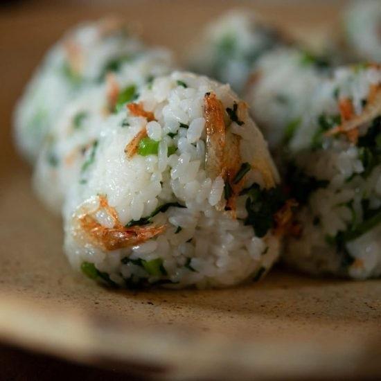 【新米って、おいしい。】第3話:野菜嫌いでもパクパクいけちゃう? 栄養満点の青菜入りおむすび