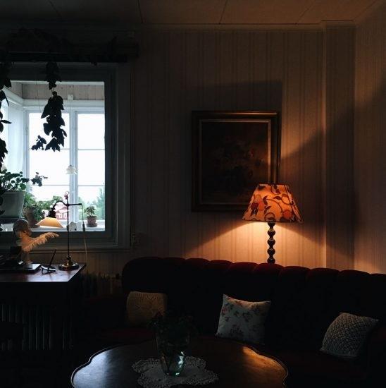 【おうちで北欧映画祭】第3話:全てを照らさなくていい。『街のあかり』に見る灯りの楽しみ方