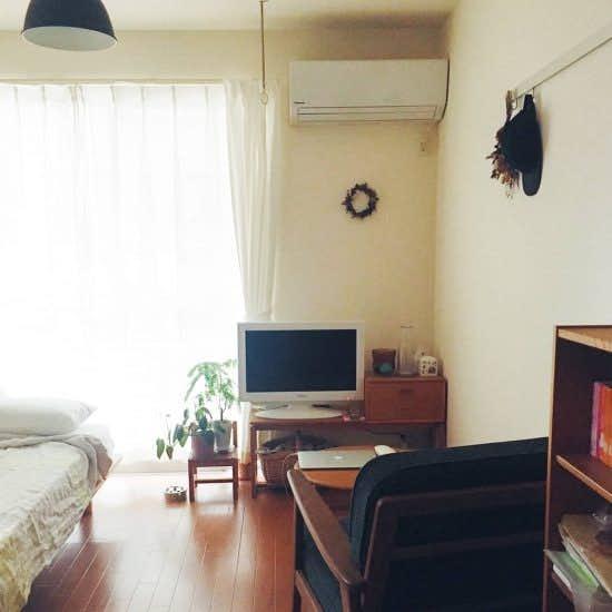 【ぴったりのラグ選び】03:一人暮らしの部屋や小さめスペースでのラグの敷き方(スタッフ宅編)
