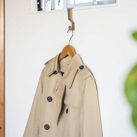 【玄関のすっきり収納術】03:ついソファや椅子の背に置きっぱなしに...。コートやバッグの「置き場所」、どこがベスト?