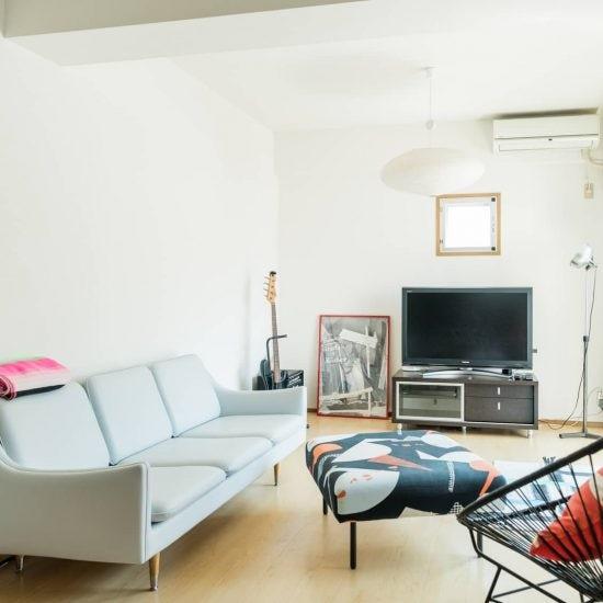【居心地のいい部屋づくり】縦長リビングを上手に使いたい!テレビ台やソファの置きかた