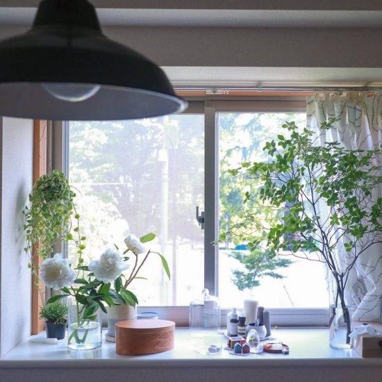 【出窓のインテリア】出窓があるとこんなに楽しい!スタッフ2名の「出窓の使い方」
