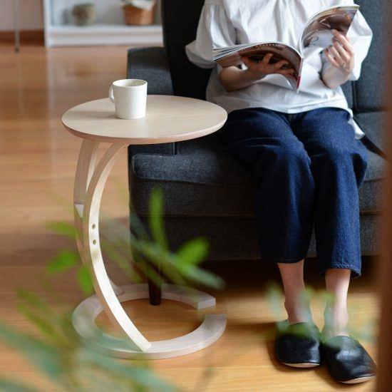 【新商品】ありそうでなかった!ソファーにピタッと寄り添う、サイドテーブルが新登場です♪
