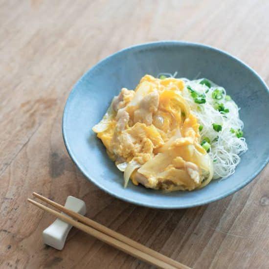 【おたすけビーフン】第3話:ビーフンで親子丼?コツいらずの「ごはんがわり」レシピ