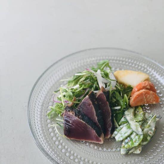 【クラシコムの社員食堂】味噌とヨーグルト? 簡単浅漬けと、カツオのたたきで和食お昼ごはん