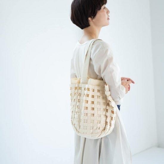 【新商品】夏の装いに気負わず持てる、編みもようのコットントートバッグの登場です。