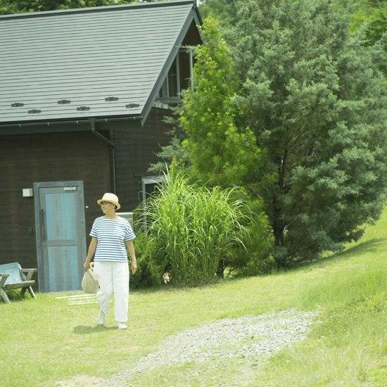 【バックナンバー公開】70歳でピアスを開けた、元『装苑』編集長・徳田民子さんの連載を、メルマガ限定で配信中です。