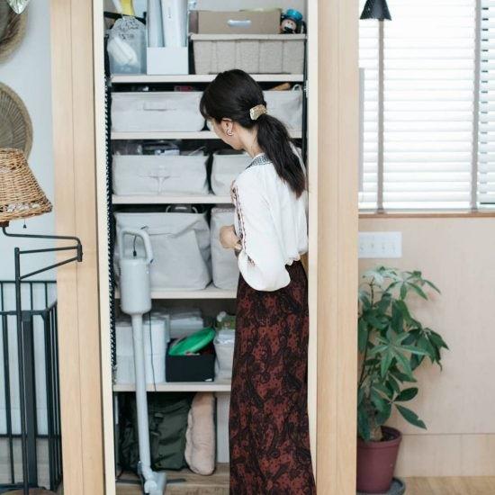 【訪ねたい部屋】第3話:部屋をすっきり保つための収納術と、北欧テイストを彩る写真や花の飾り方