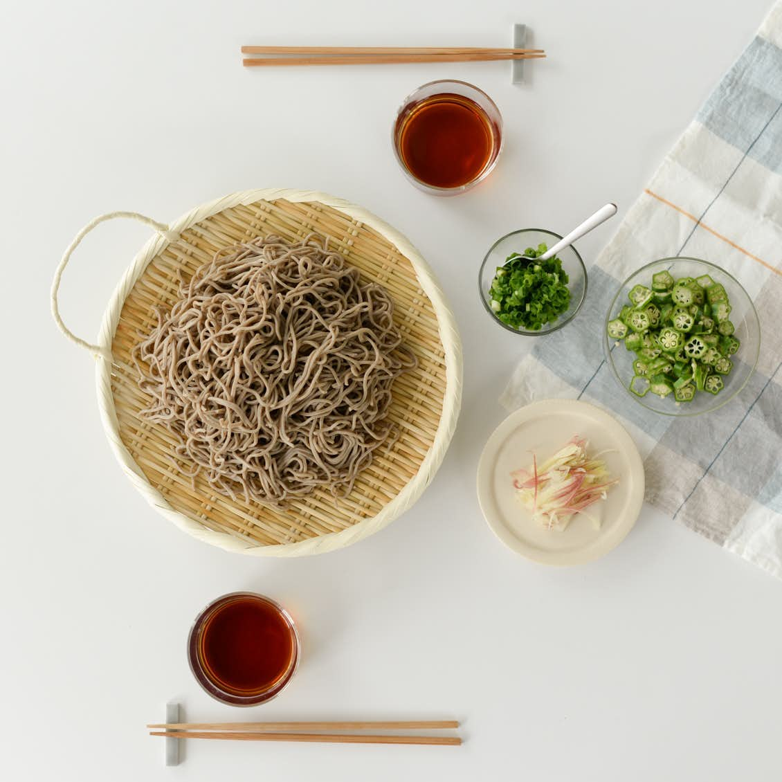 【新商品】持ち手があるだけでこんなに助かる!夏の食卓を彩る、丈夫な竹ざるの登場です。