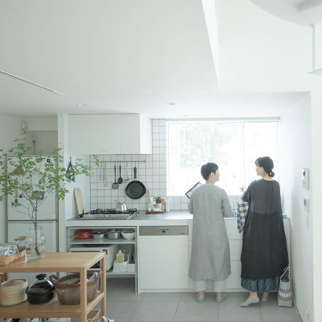 【マイペースな家づくり】第2話:リビングからキッチン、書斎まで。初めから完璧を目指さないインテリア