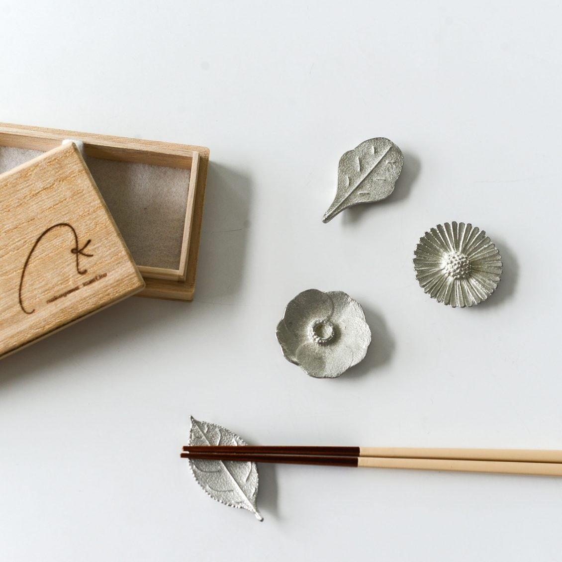 【新商品】まるでパッと花が咲いたように食卓が華やぐ、「作家さんの箸置き」が新登場です♪