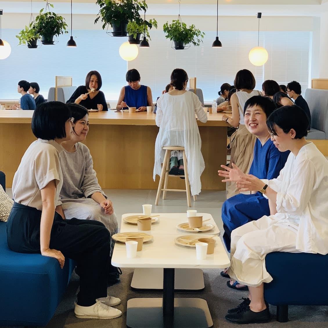 【クラシコムの社員食堂】ポテサラには半熟卵をのせて。賑やかな社食風景をお届けします!