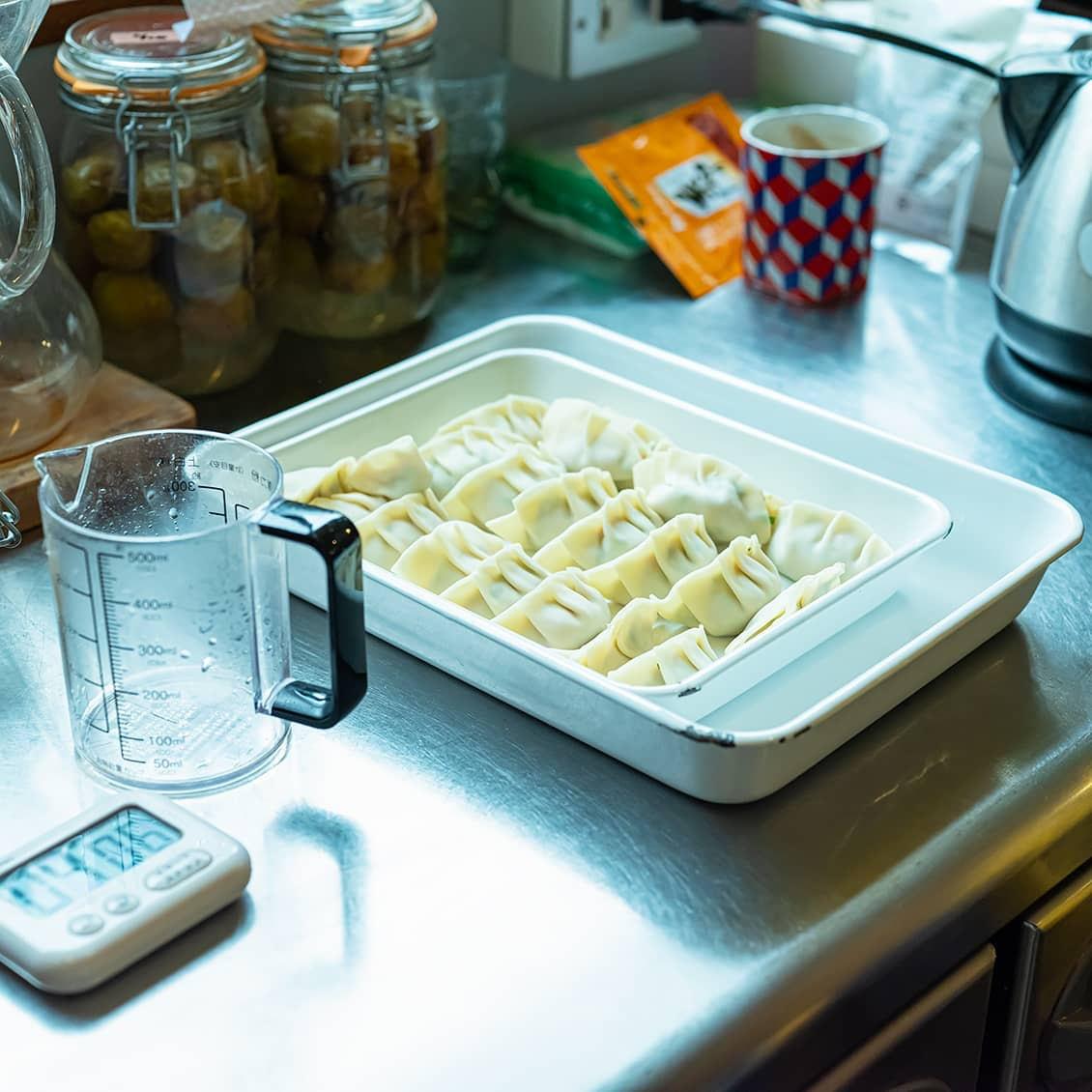 【今日は餃子にしませんか】第2話:熱々の焼き餃子とキンキンに冷えたビールがあれば、もう。
