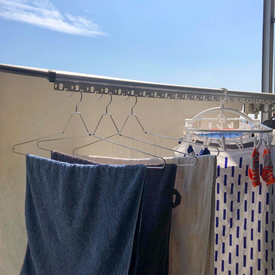 【スタッフの愛用品】もう手放せない!折りたためるバスタオルハンガーで、洗濯物干しがぐっと快適になりました。