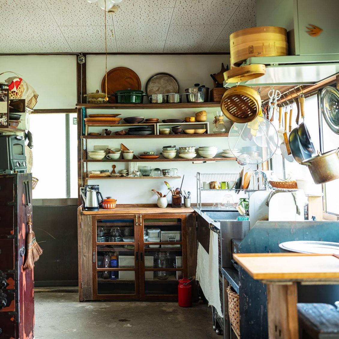 【訪ねたい部屋】第1話:可能性を秘めた「古い家」。自分たちらしく暮らす一家を訪ねました