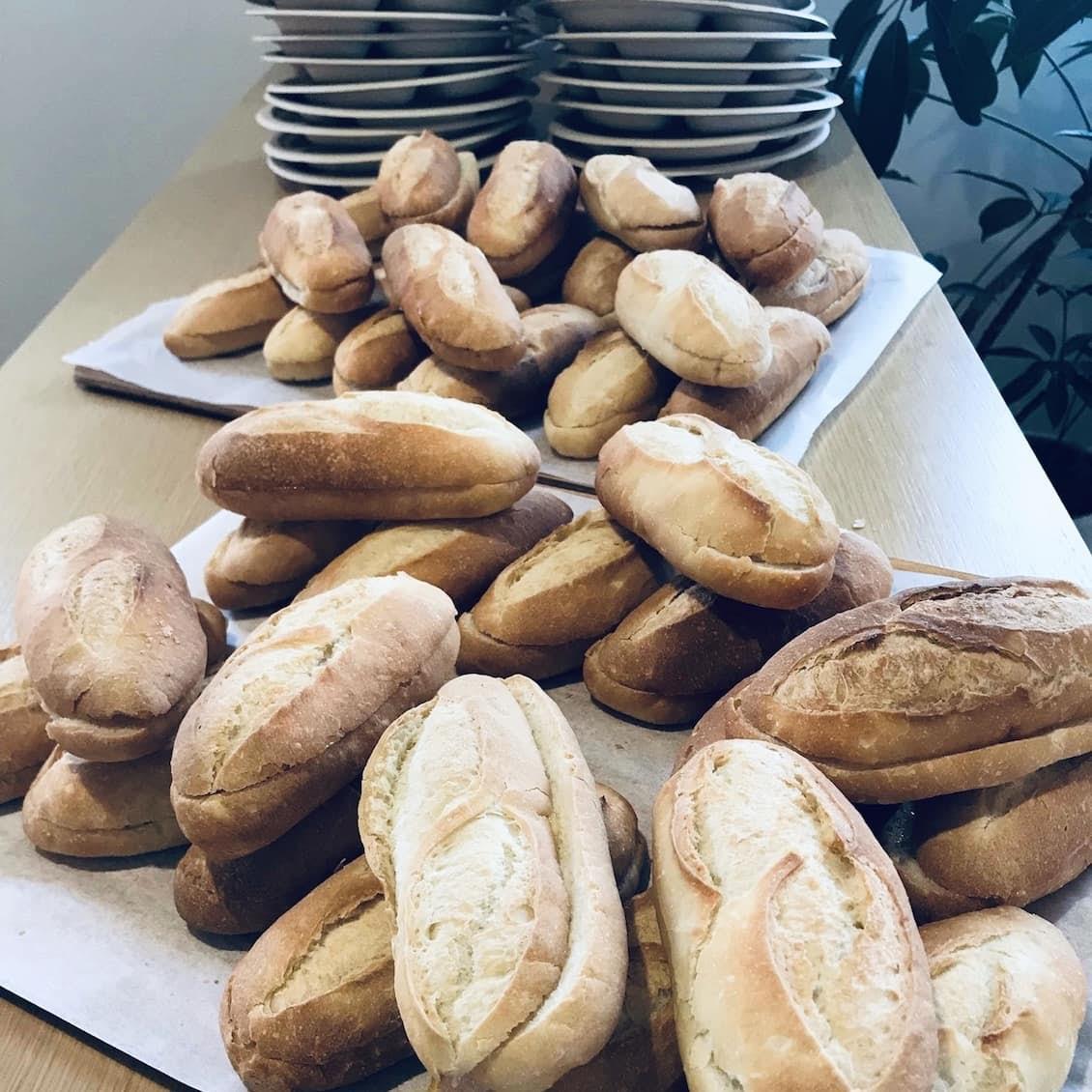 【クラシコムの社員食堂】つけ合わせはナポリタン! 自家製パンで、サンドイッチのお昼ごはん