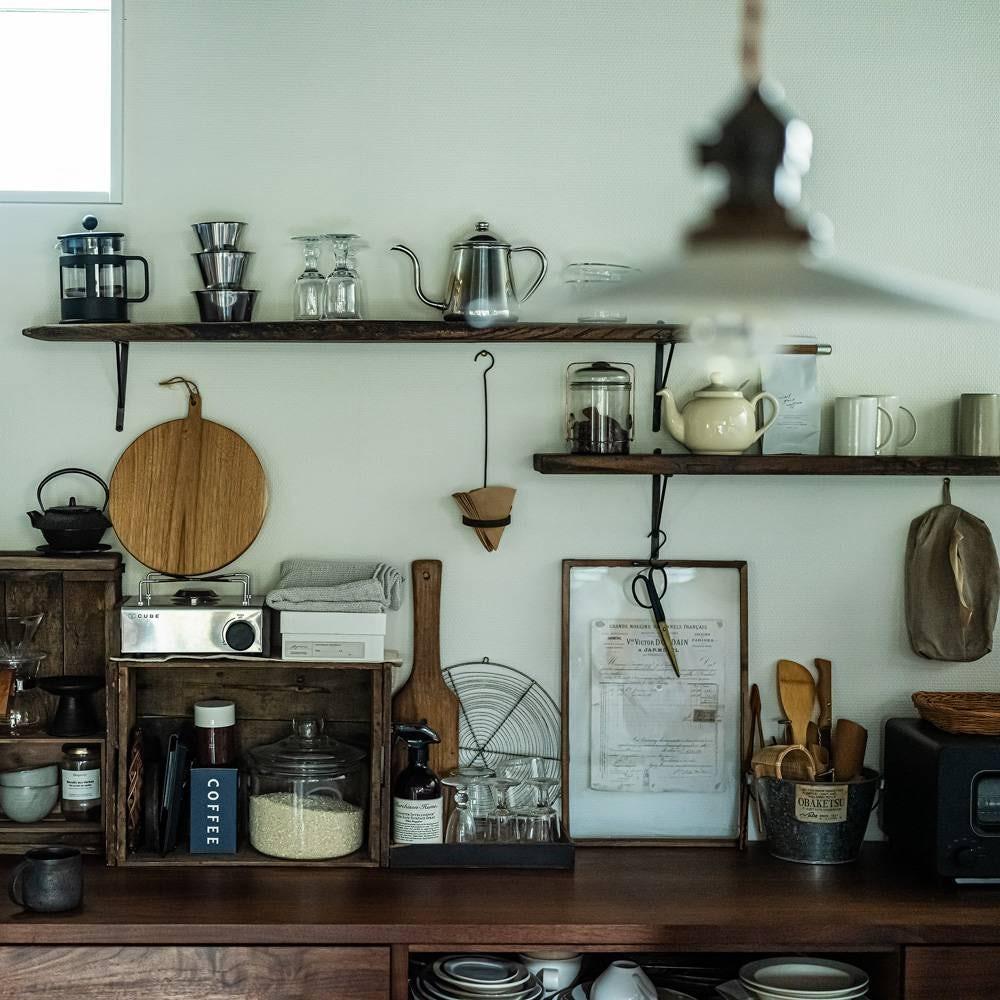 """【はじめてのインテリア】第2話: """"古道具のあるカフェ"""" をイメージした、キッチンづくり"""