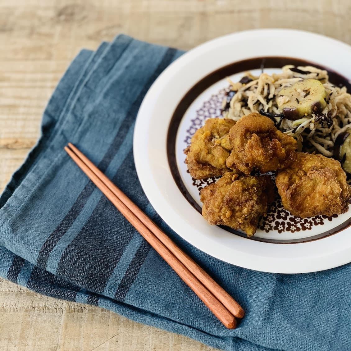 【クラシコムの社員食堂】スパイスたっぷりのカレー唐揚げと、切り干し大根のマリネで秋色お昼ごはん