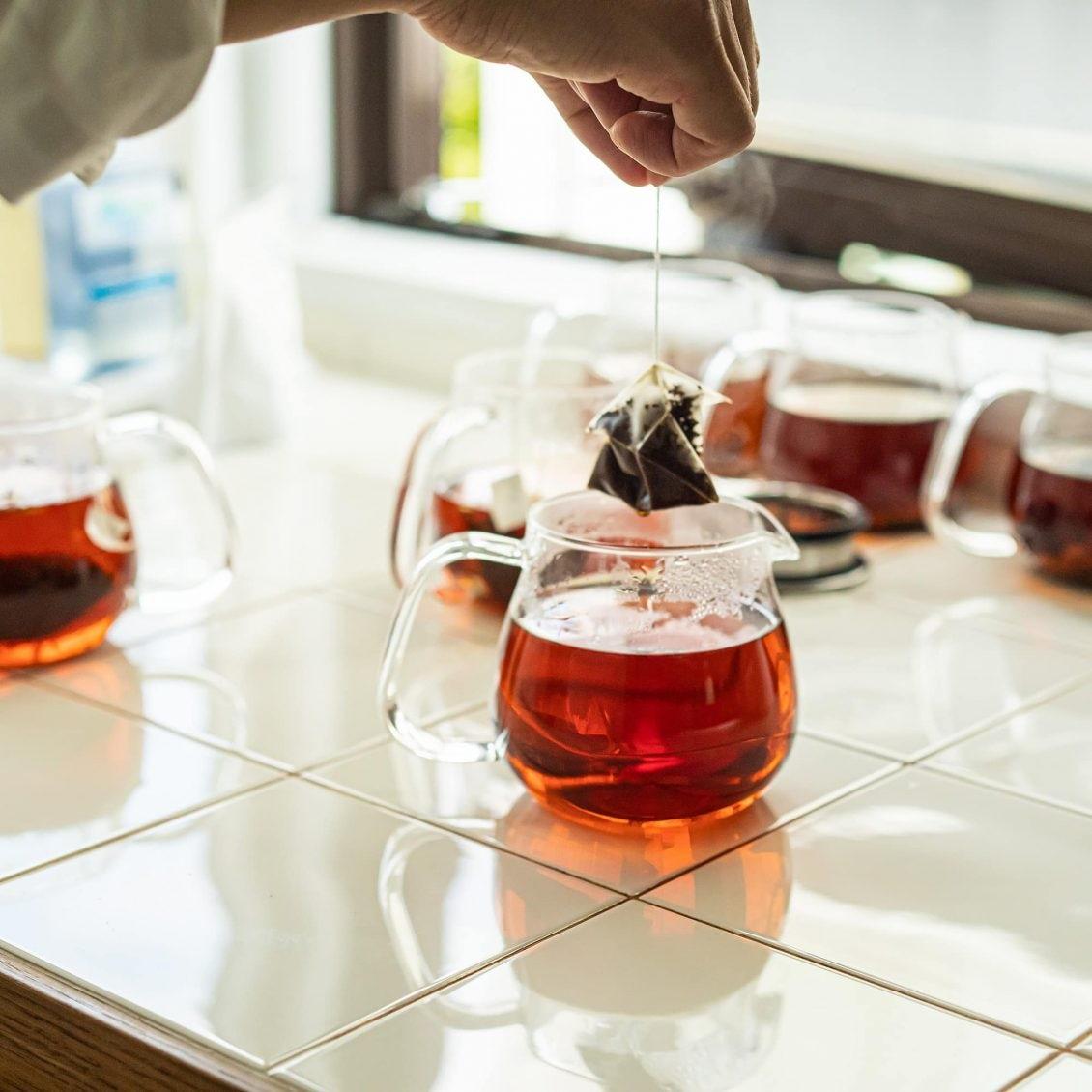 【紅茶をおいしく】ティーバッグの「かたち」を整えるのがコツ。本格的な紅茶の美味しさを引き出すアイデア