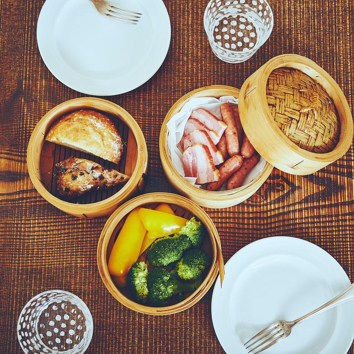 【せいろのある食卓】前編:パンもおかずも同時蒸し。5分で幸せ、ホカホカ朝ごはん