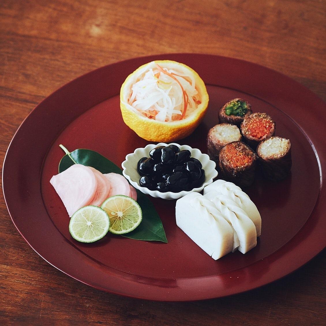 【おせちは大晦日から】第3話:お重がなくてもOK。いつものお皿でお正月らしく盛り付けるコツ