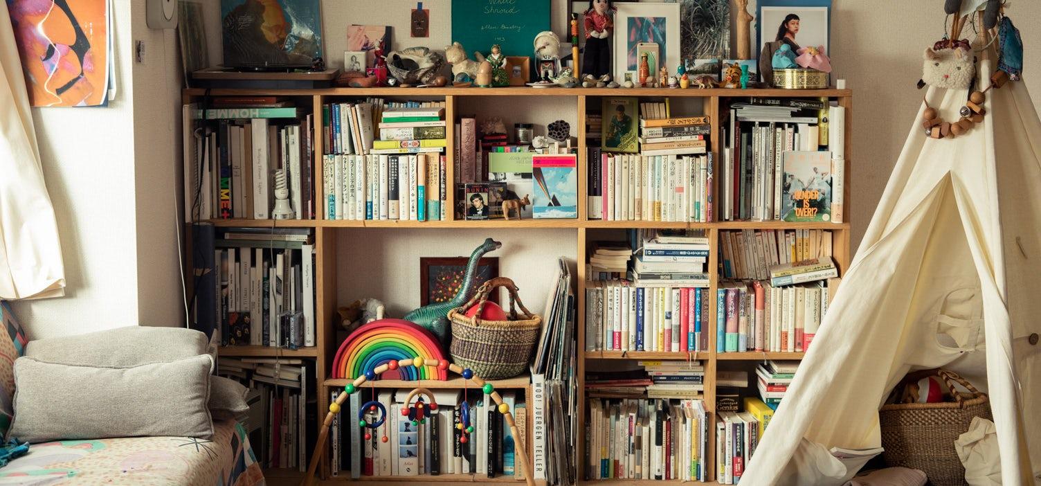 本棚のあるインテリアの画像