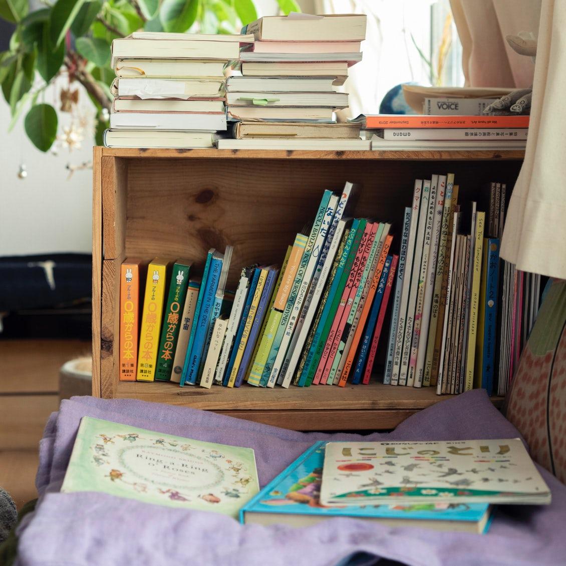 【本棚を主役に】横置きでもっと便利に? 知って納得、本棚収納3つのアイデア