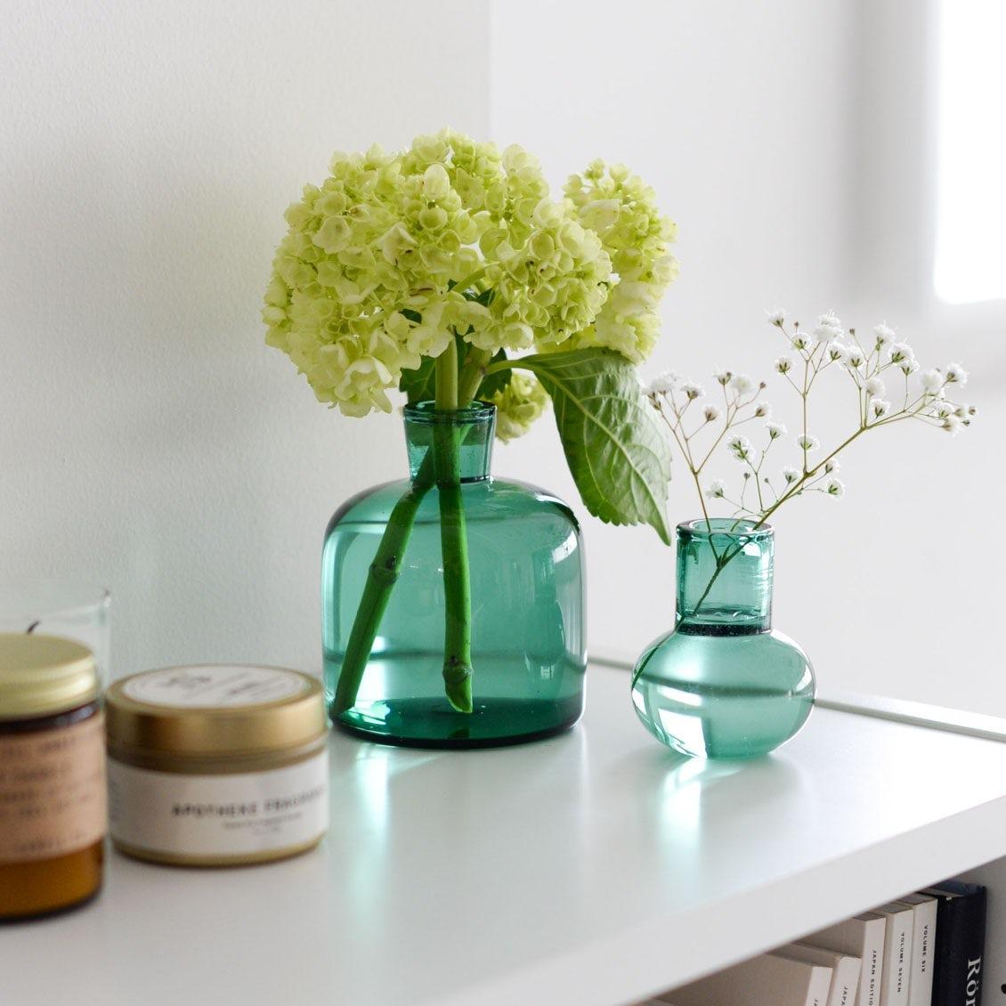 【新商品】作家さんが一つひとつ吹いて作った、思わず目を引くガラス花器の登場です。