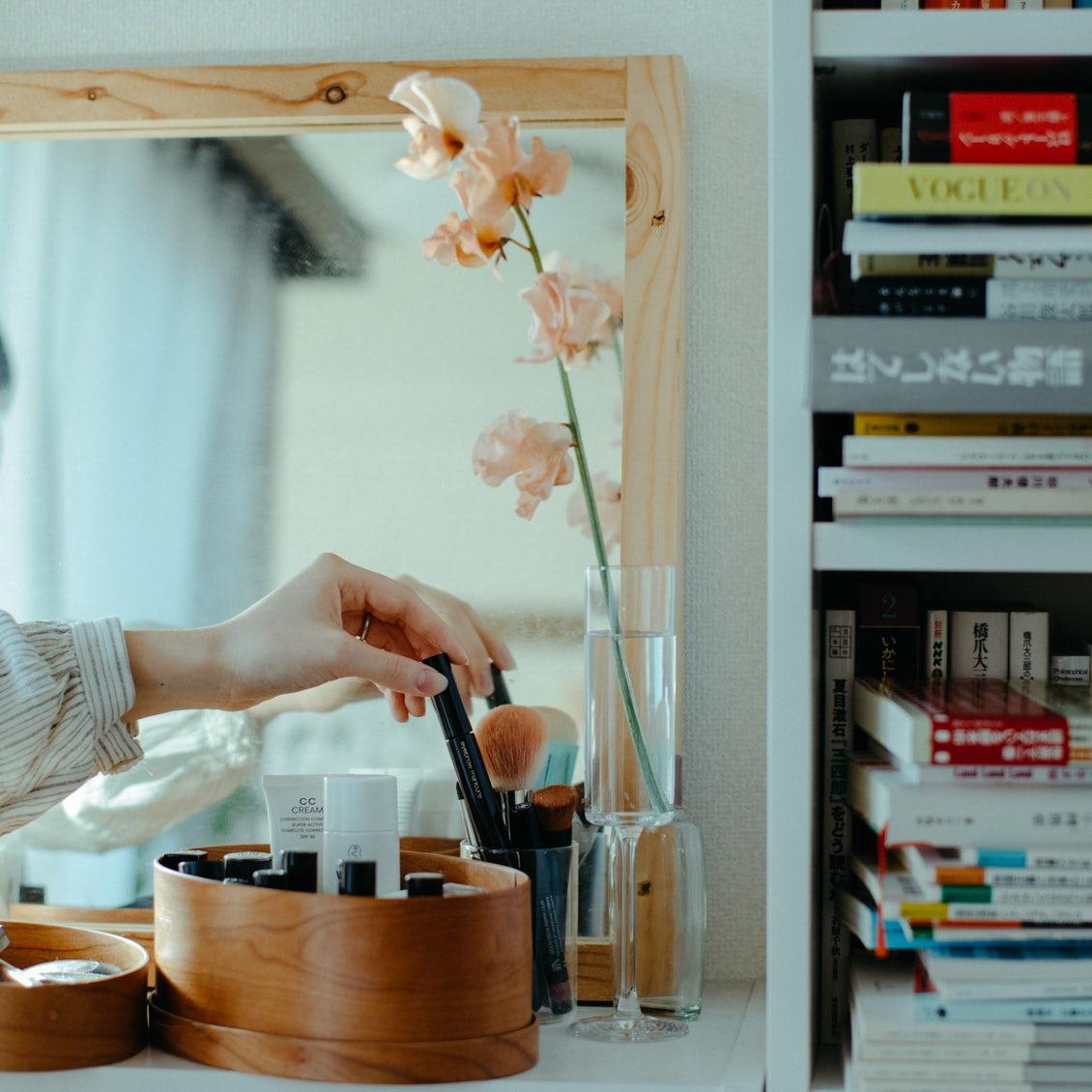 【花と暮らすを、始めたい】第1話:はじめの一歩を踏み出すために知りたい「タイミング」と「花器」のこと。