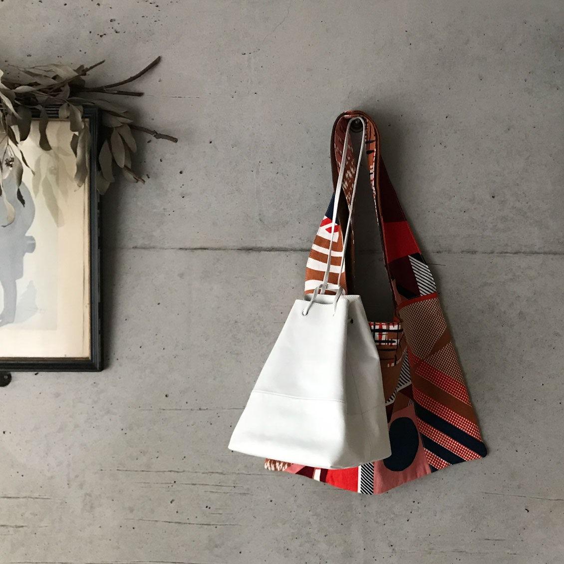 【あの人のバッグ】ときめくアクセサリーから香りアイテムまで。人気ブランドプレスの「バッグの中身」(山野内裕紀子さん)