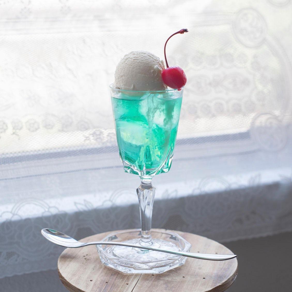 【クリームソーダのある1日】第2話:まるで純喫茶の1杯。エメラルドグリーンのクリームソーダ