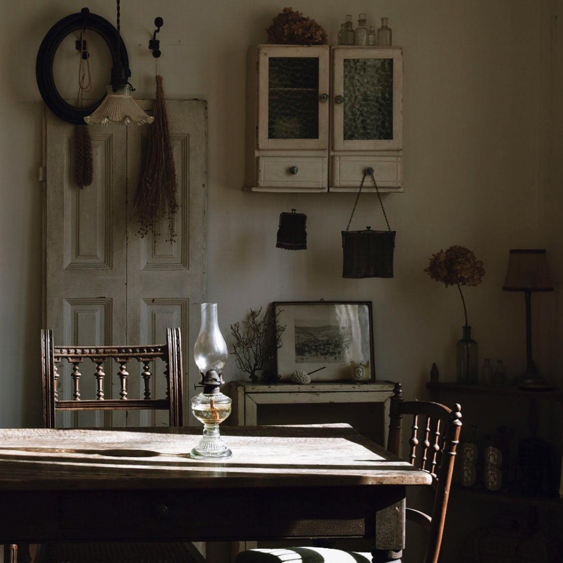 【アンティークを日常に】第1話:設計士に教わる、古い家具を買うときのポイント