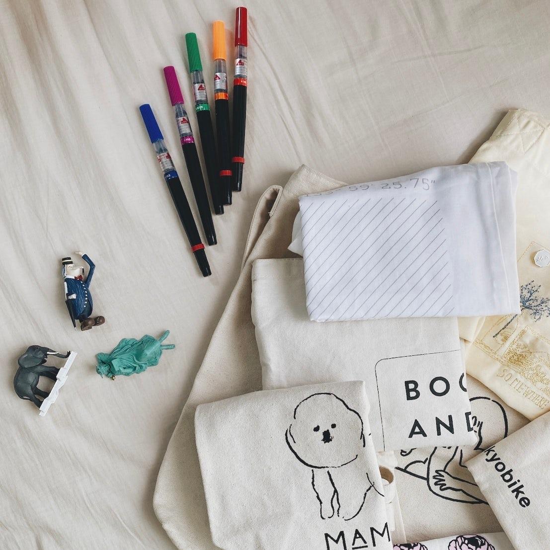 【私たちの買い物】第2話:ガチャガチャ、色とりどりの文房具。小さい頃からモノに元気をもらっています。(動画チーム中村編)