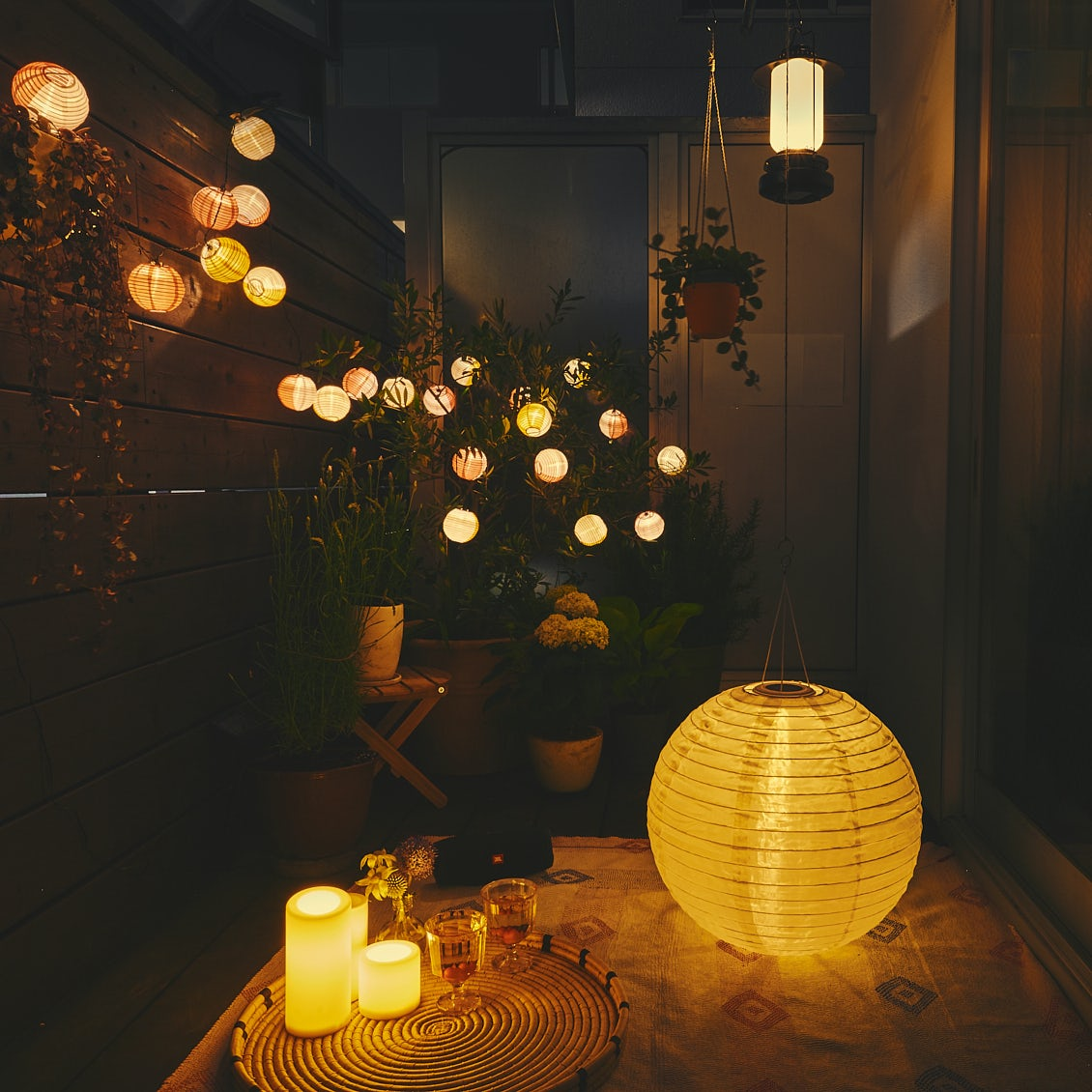 【部屋のようにベランダで】第3話:3つの照明で幻想的な夜を。IKEAで揃えるベランダ夜景のたのしみ方