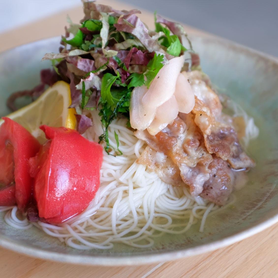 【ひと味違う、夏そうめん】第1話:野菜もお肉もさっぱりペロリ。カリカリ豚と野菜の「エスニック風そうめん」