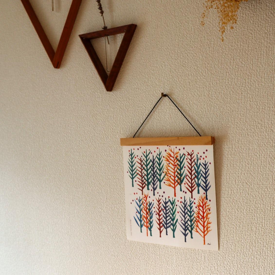 【スタッフの愛用品】気軽に楽しむ、絵のある暮らし。天然木の壁かけホルダー
