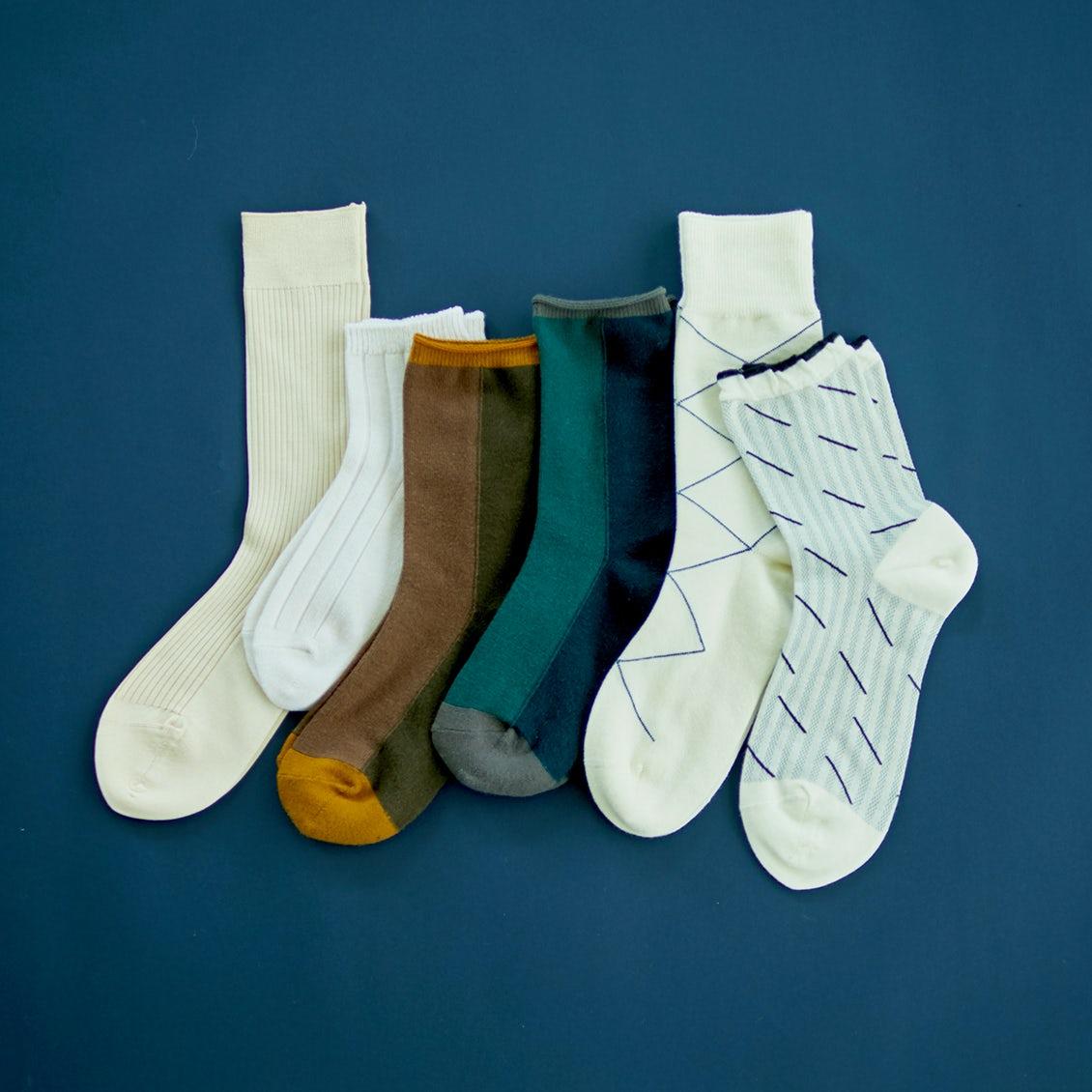 【秋色プラン】第2話:ポイントは「素肌見せ」のバランス?サンダルやスニーカー、大人が似合う靴下合わせの法則