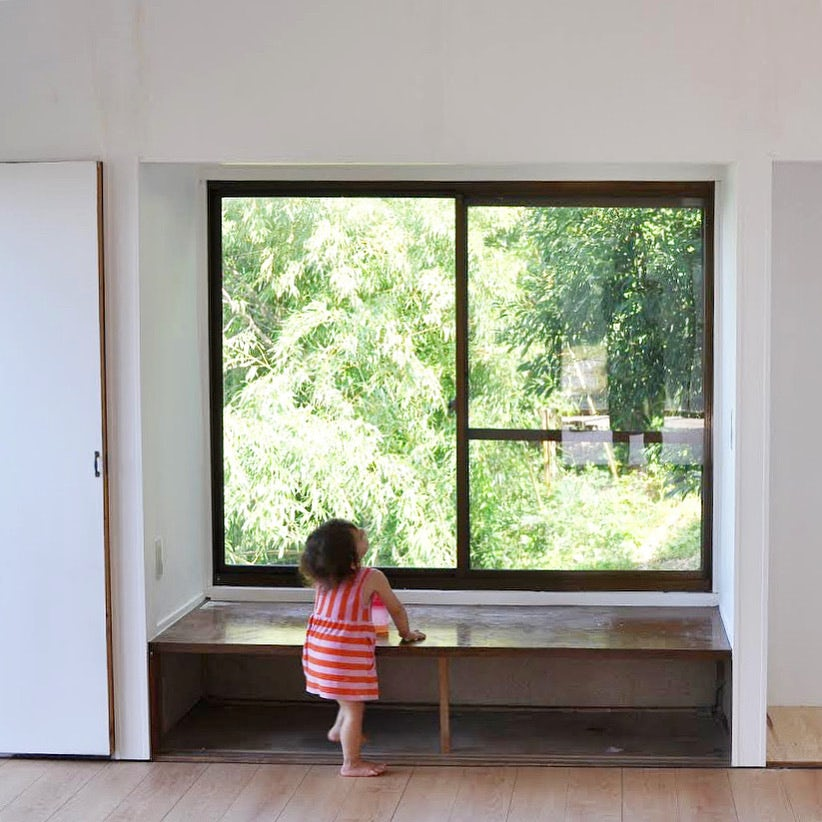 【あえて選んだ、築40年の家】第3話:リビングと子ども部屋をかんたんDIY。念願の薪ストーブも設置しました。