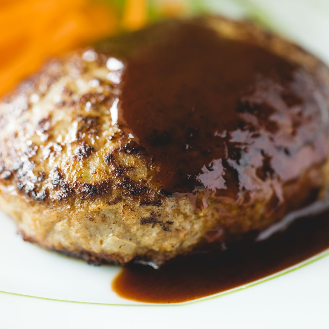 【なつかしい洋食】ふわふわだと、こんなにも美味しい。今こそ知りたい王道「ハンバーグ」のレシピ