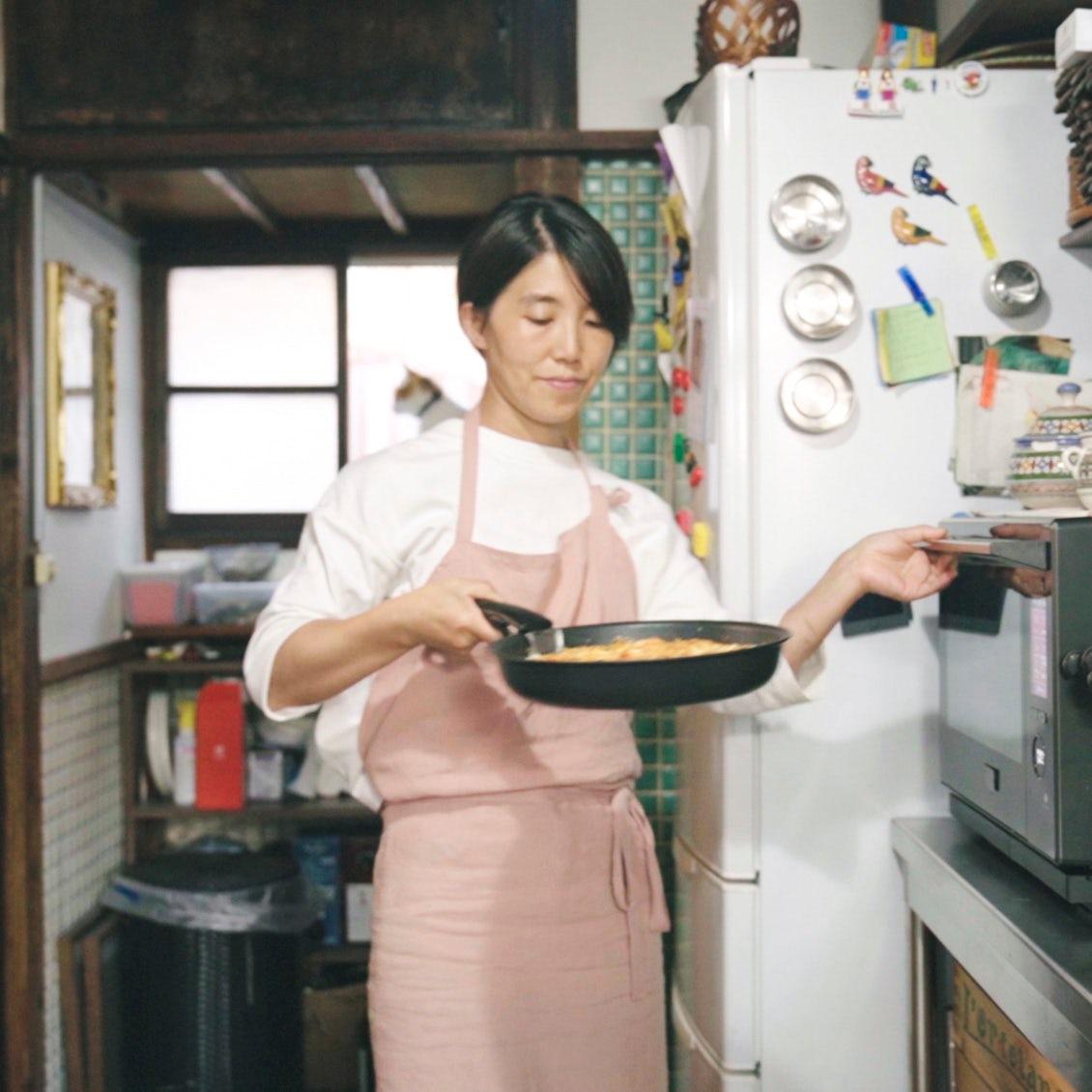 【フライパンひとつで】そのままオーブンへ! 一皿を囲むから会話も弾む、お手軽ねぎグラタン